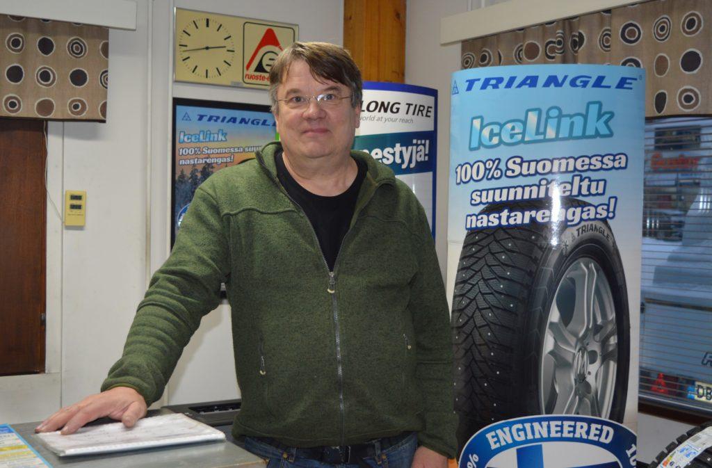 """""""Tulin autoalalle pystymetsästä"""" Ari Pihlasvaaran tie palkkatyöstä yrittäjäksi"""